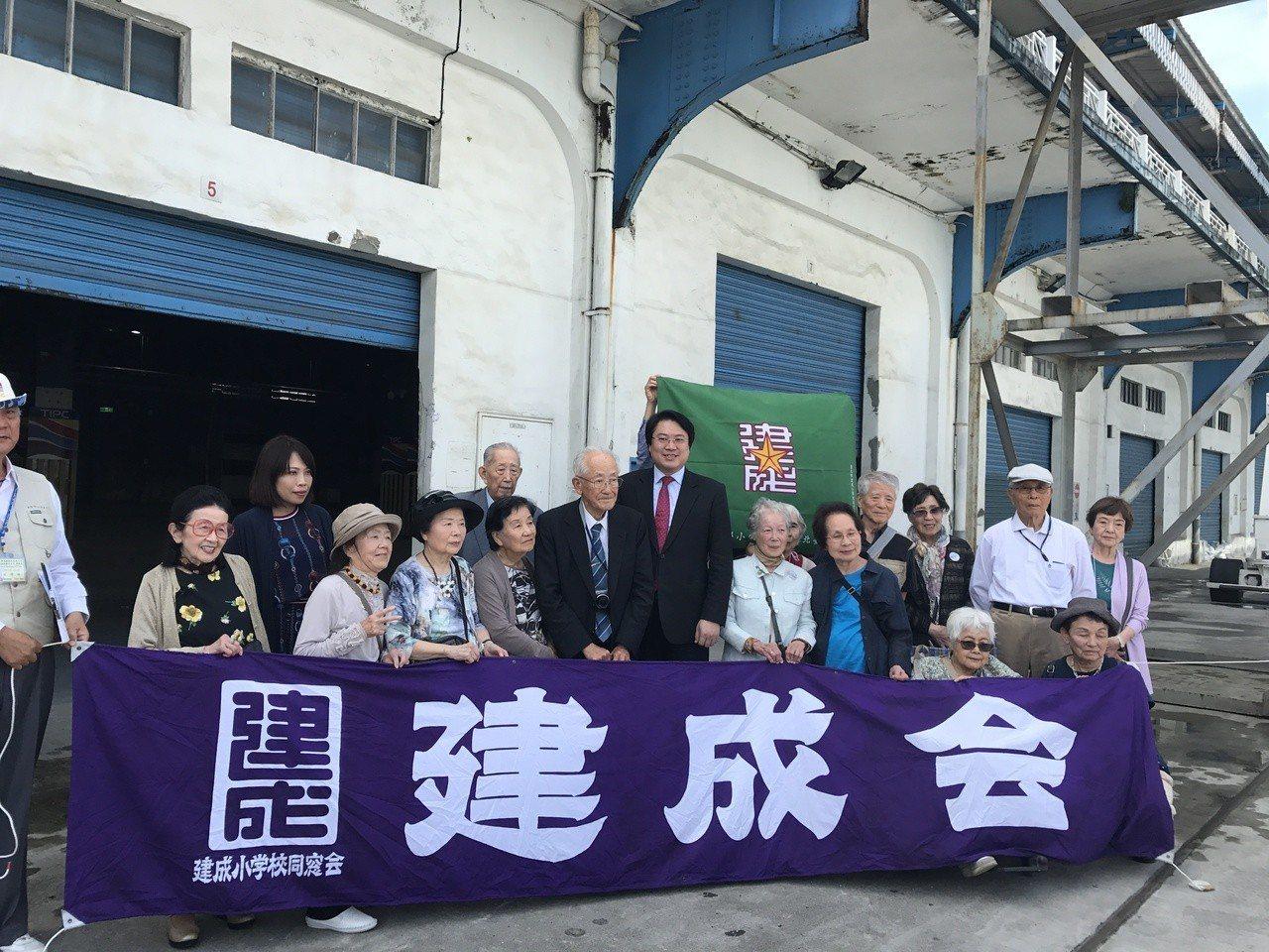 昨天一群日治時代就讀台北市「建成尋常小學校」灣生和家屬,重回基隆港,想起73年前...
