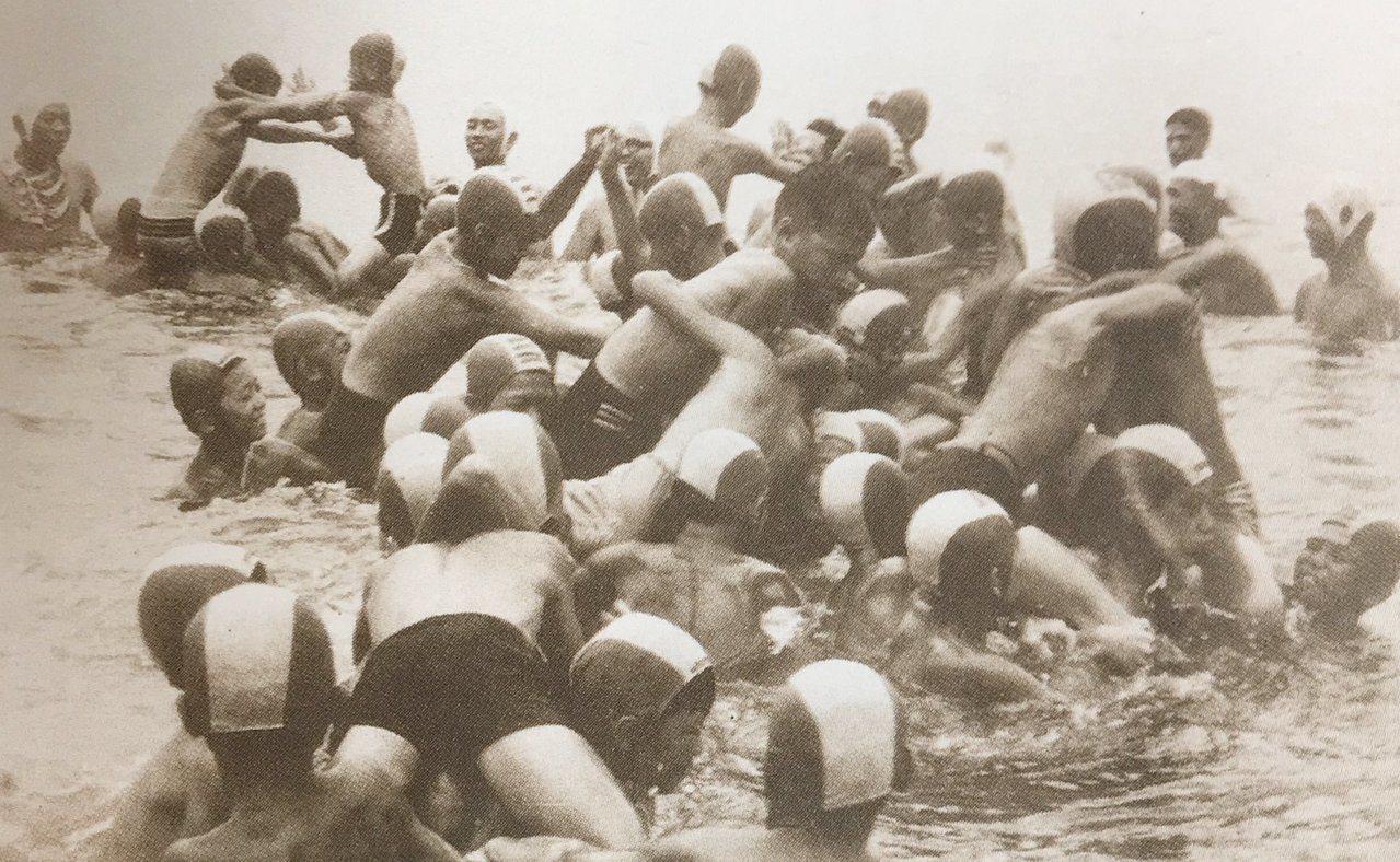 即使昔日大沙灣海水浴場早不復見,許多灣生阿公阿嬤到了附近仍大喊「孤拔浴場就從這裡...