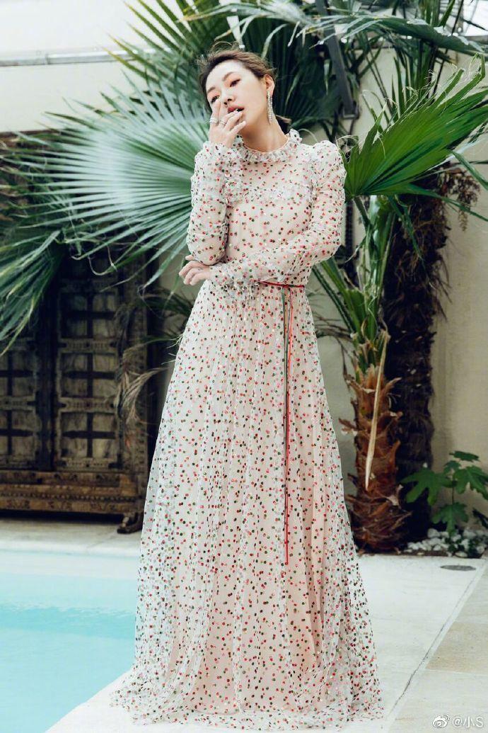 小S選穿了婚紗強者Monique Lhuillier的禮服,超級夢幻。圖/取自I...