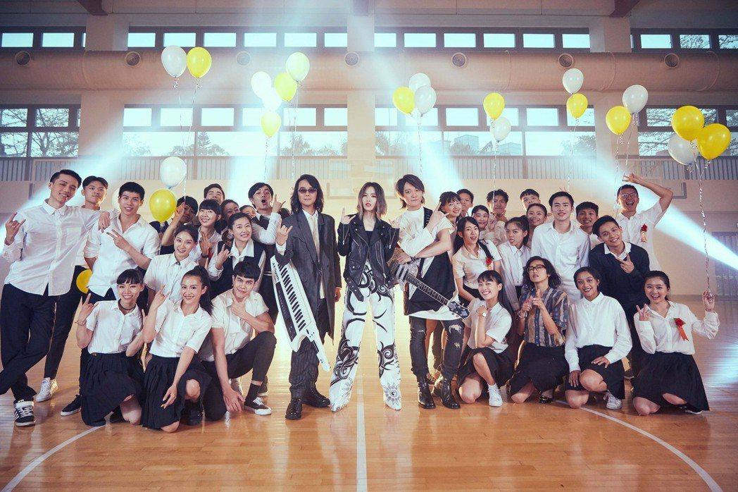 F.I.R.鼓勵同學當自己的造夢者。圖/華研國際提供