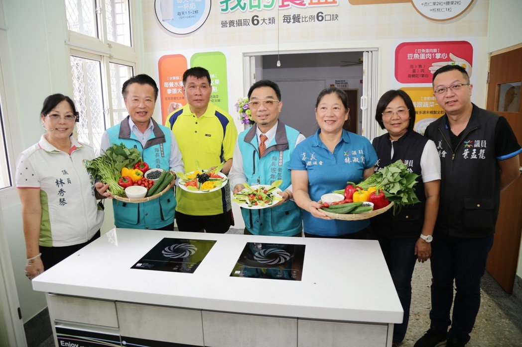 嘉義縣衛生局成立「社區營養推廣中心」在新港設立示範廚房。記者謝恩得/攝影