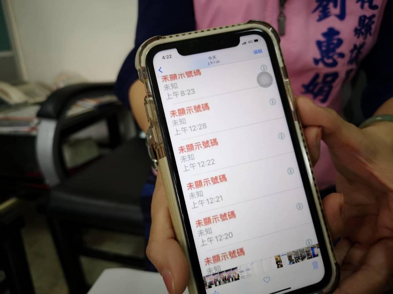 彰化縣美女縣議員劉惠娟說,她最近常在深夜一再接到不講話的「未顯示來電號碼」電話騷...