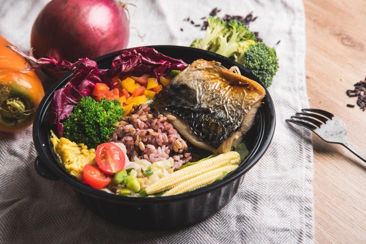 挪威薄鹽鯖魚定食(638 Kcal) ,售價130元。圖/誠品提供