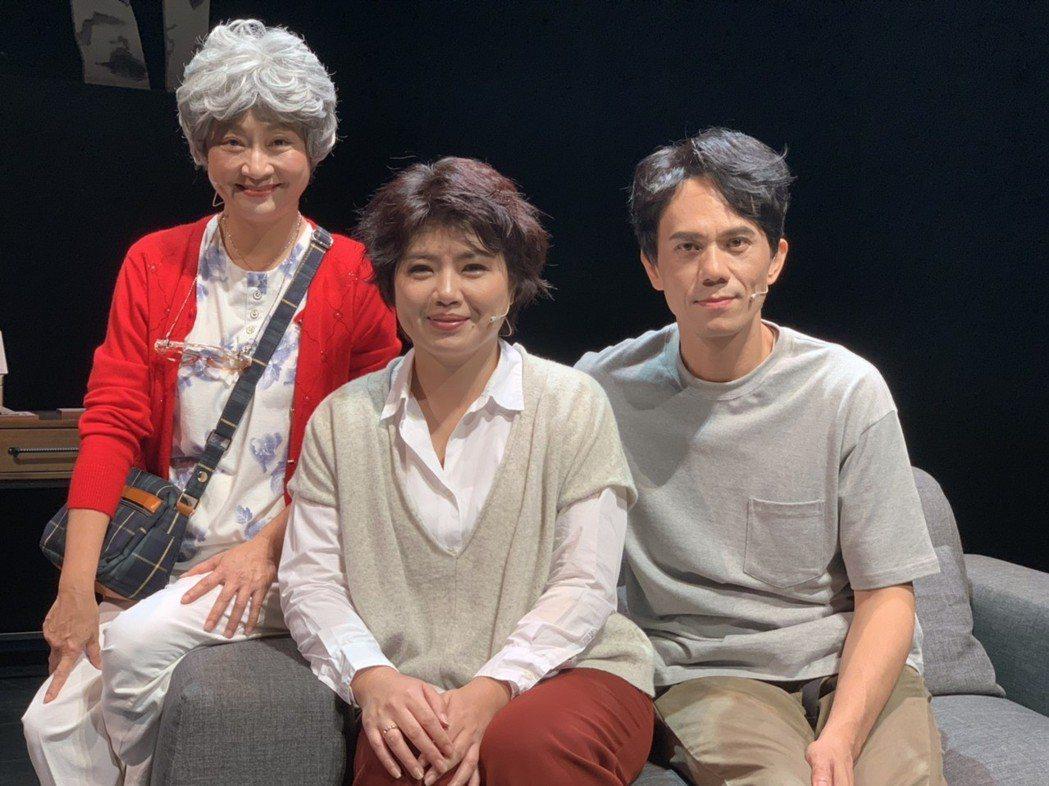 楊麗音(左起)、嚴藝文、凱爾為主演舞台劇致.這該死的愛」彩排。記者陳慧貞/攝影