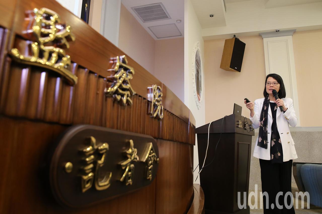 監察委員王美玉公布「泰源事件」調查報告。記者許正宏/攝影