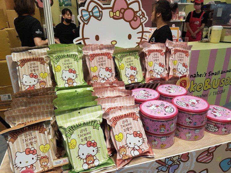 高單價、體積小的Hello Kitty蝴蝶酥,最受民眾歡迎。記者陳睿中/攝影