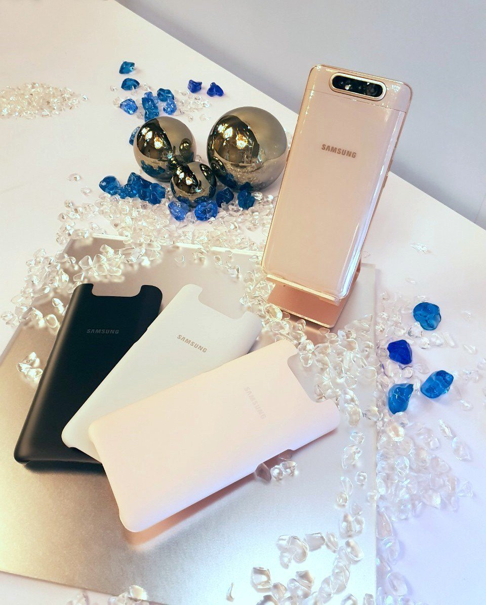 凡購買Galaxy A80即可獲得隨盒附贈的同款手機色背蓋。圖/台灣三星電子提供