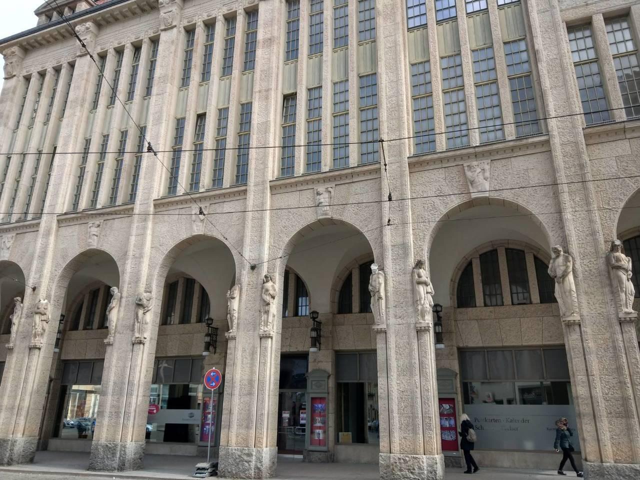 電影「歡迎來到布達佩斯大飯店」取景的地點,其實是在德國小城哥利茲一家百貨公司,目...