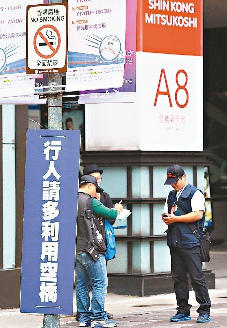 去年在香堤廣場吸菸被抓到裁罰的人數最多。 圖/聯合報系資料照片
