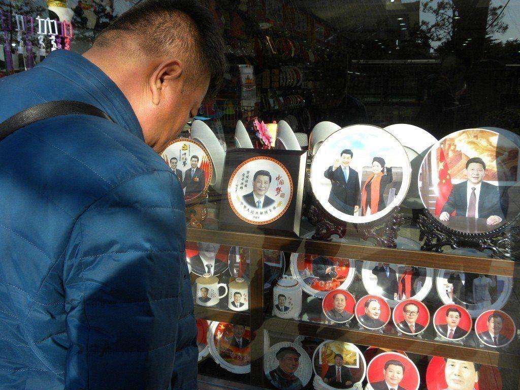 中共總書記習近平被視為繼鄧小平之後,中國大陸最有權勢的領導人。圖為天安門廣場上的...