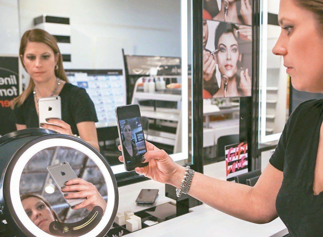 保護消費者個資的戰爭正從虛擬網路空間轉移到實體購物中心,隨著實體店也開始運用相關...