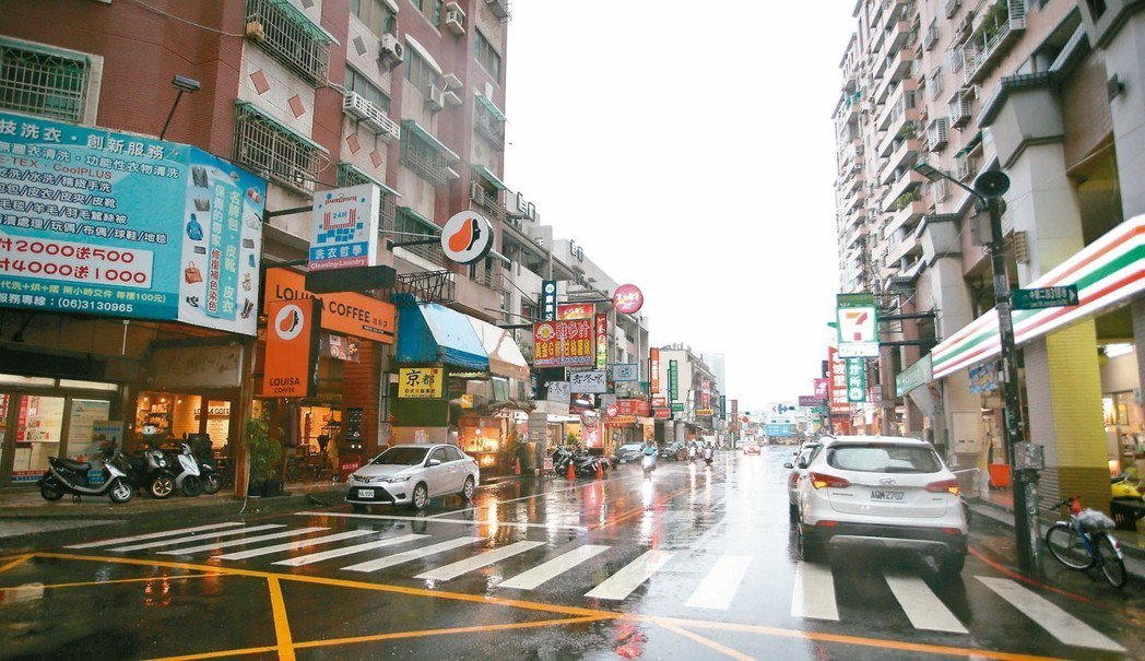台南永康勝學路商圈生活機能完善、交通便利。 記者劉學聖/攝影