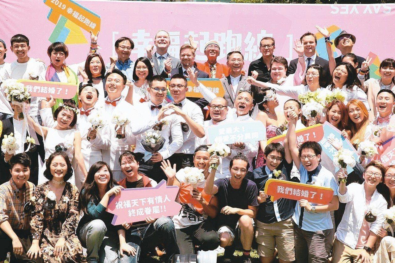 台灣開放同婚登記,銀行迎新客群。 記者曾吉松/攝影