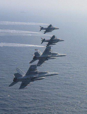 美國海軍戰機巡邏阿拉伯海。 美聯社