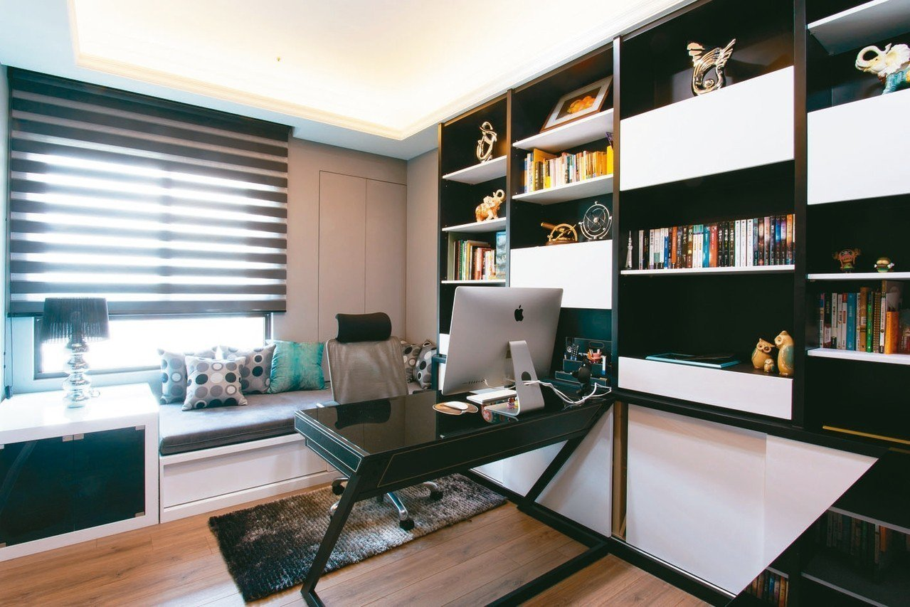 選用隔熱玻璃、遮光窗簾,不但室內降溫有感,還能兼具採光。 圖/信義房屋提供