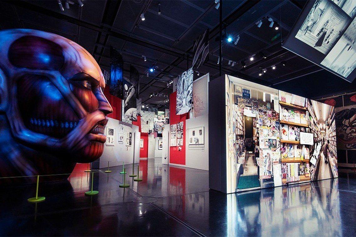 「讓所有年齡世代的人,都能夠享受『漫畫的樂趣』」大英博物館內漫畫展一景,左為《進...