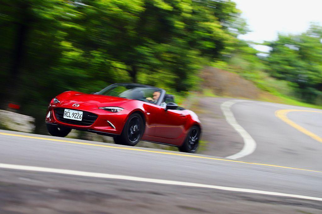 新年式Mazda MX-5除了馬力輸出略有提升,臺灣市場也終於導入手排車型可選,...