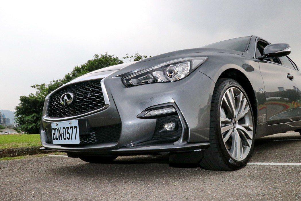 SILVER SPORT車型加入取材自GT-R車系、更低寬且延伸的前進氣壩。 記...