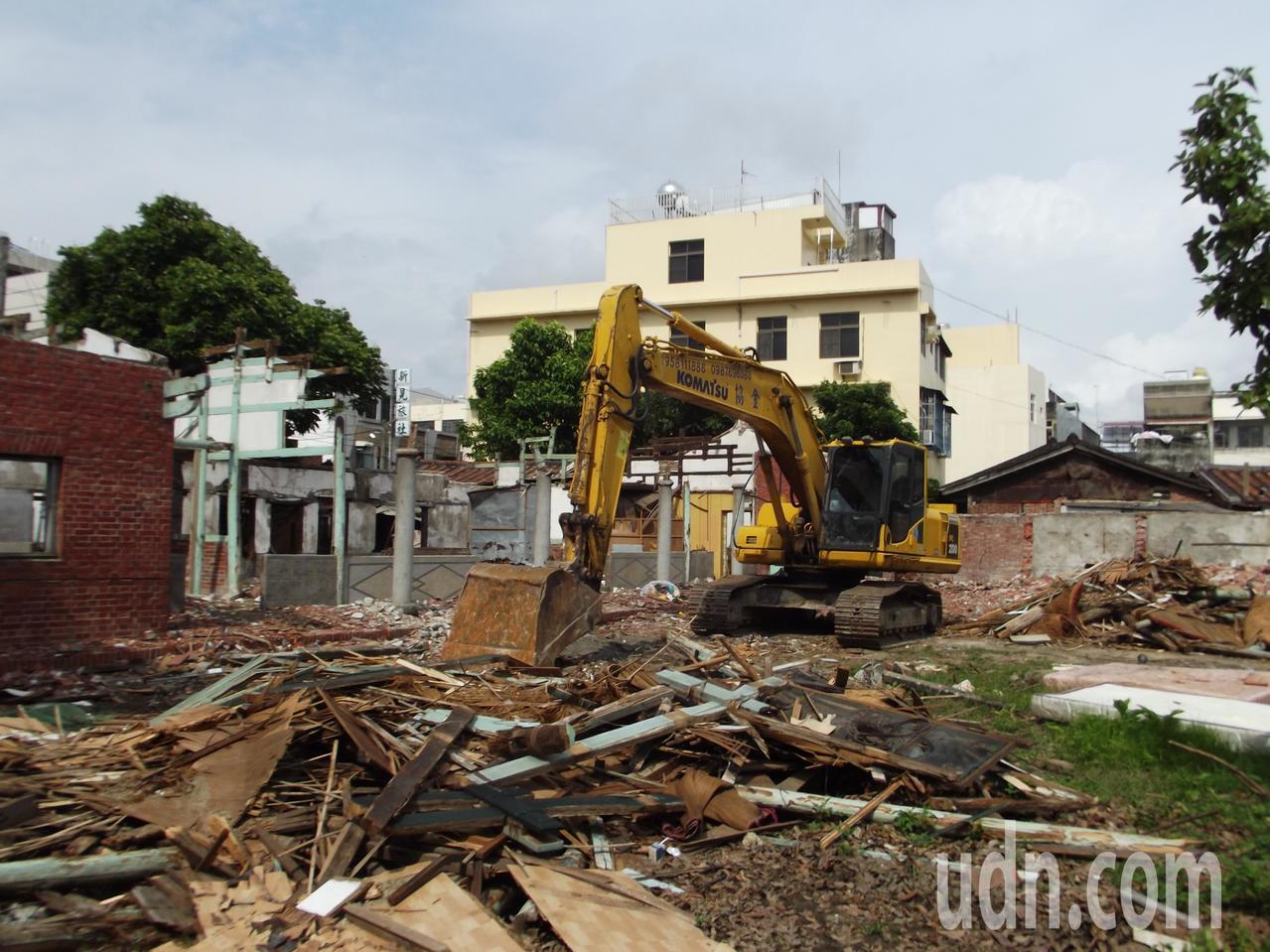 這棟位於新港鬧區的大宅院古厝,曾出過不少醫生。記者謝恩得/攝影