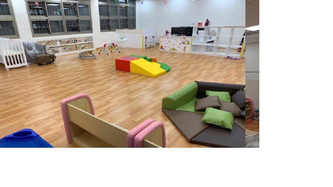 家園是由兩間教室打造而成,環境規畫及設施都是經過專業設計,內部規畫有自由探索的遊...