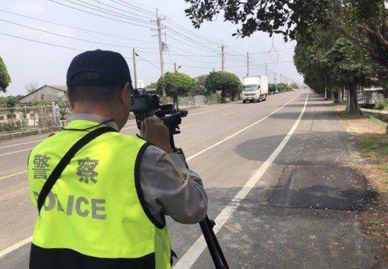 高雄市警方將全市同步大執法,取締大型車違規行為。記者林保光/翻攝