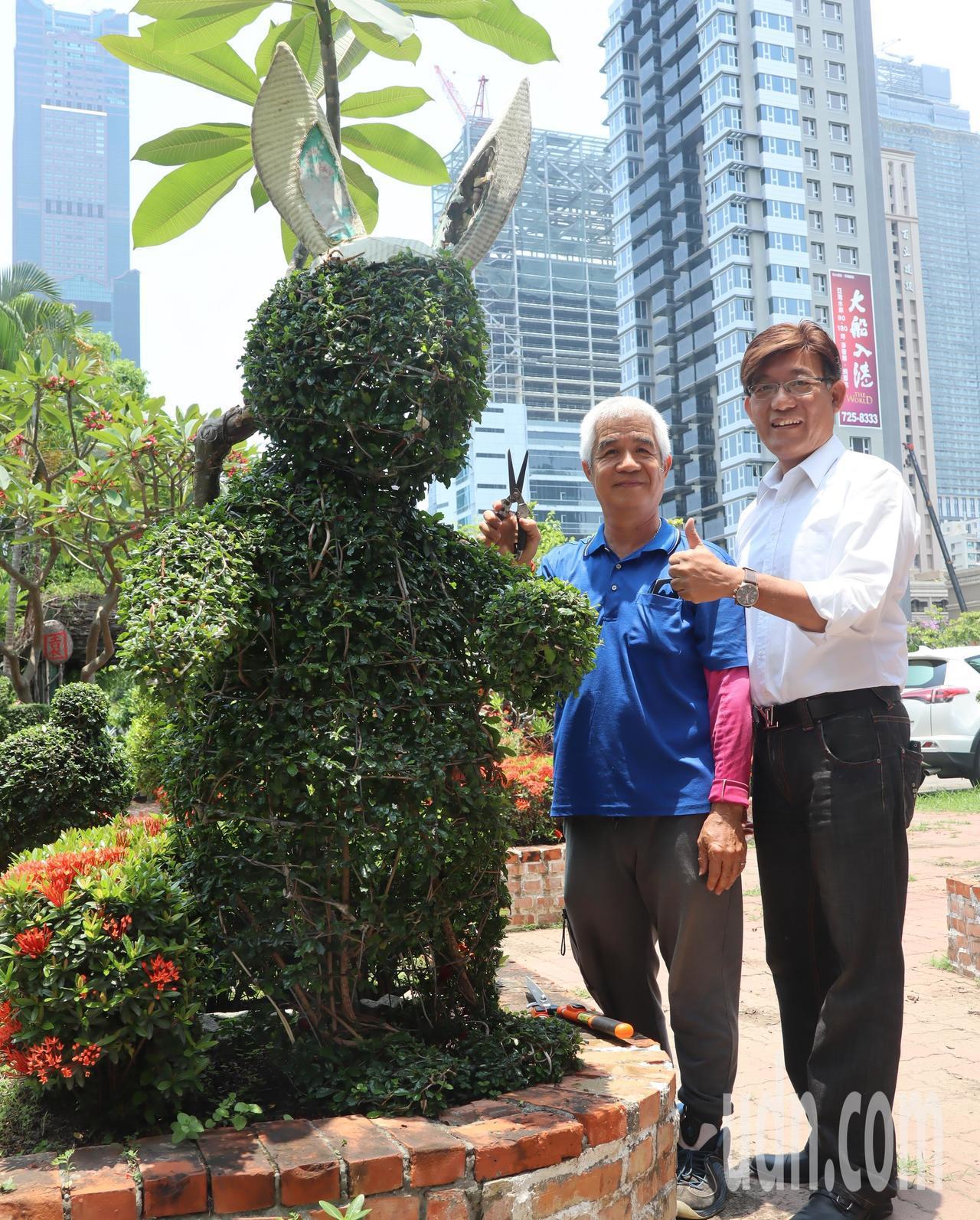 成功特殊教育學校技工吳清宗,將樹木修整成兔子樣,還俏皮的加上耳朵。記者徐如宜/攝...