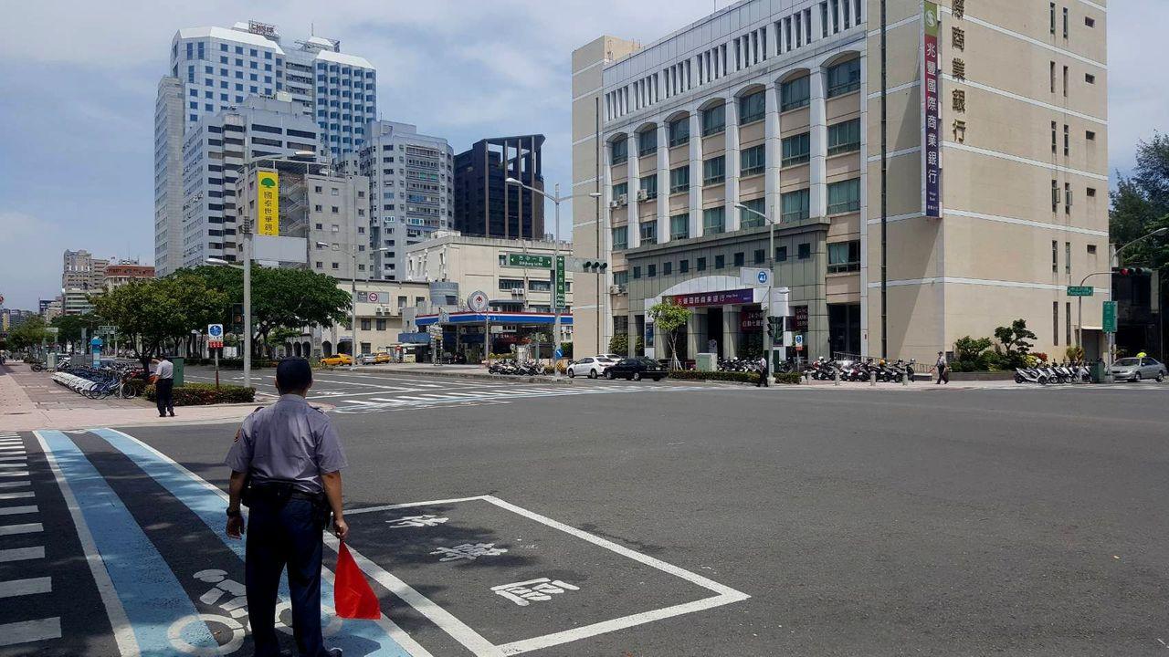 南部地區「萬安42號」演習28日登場,演習期間人車須受警方及民防人員指揮管制。記...