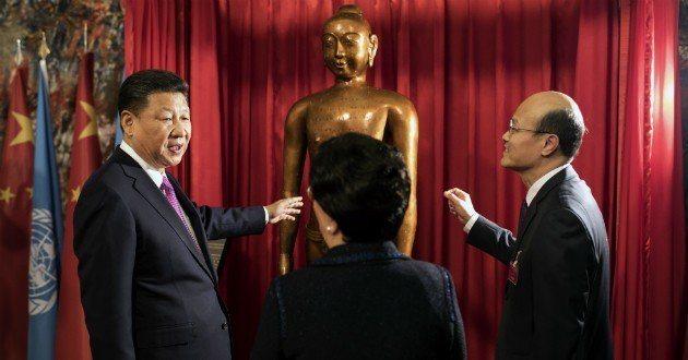 中國國家主席習近平2017年首度參觀世衛組織的日內瓦總部,帶了一尊針灸銅人像作為...