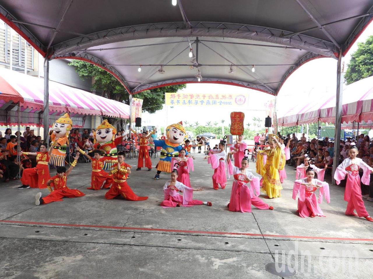 第一代天府真護宮舉辦全國廟會藝陣嘉年華,兒童藝陣演出精彩。記者周宗禎/攝影