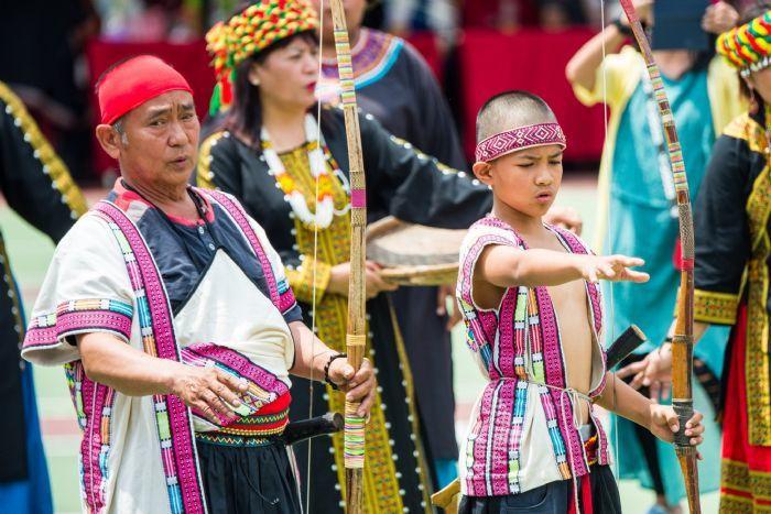 射耳祭有「八音合音」的天籟美聲,也是獵人精神的代表,有敬天惜福、與族人分享的意味...