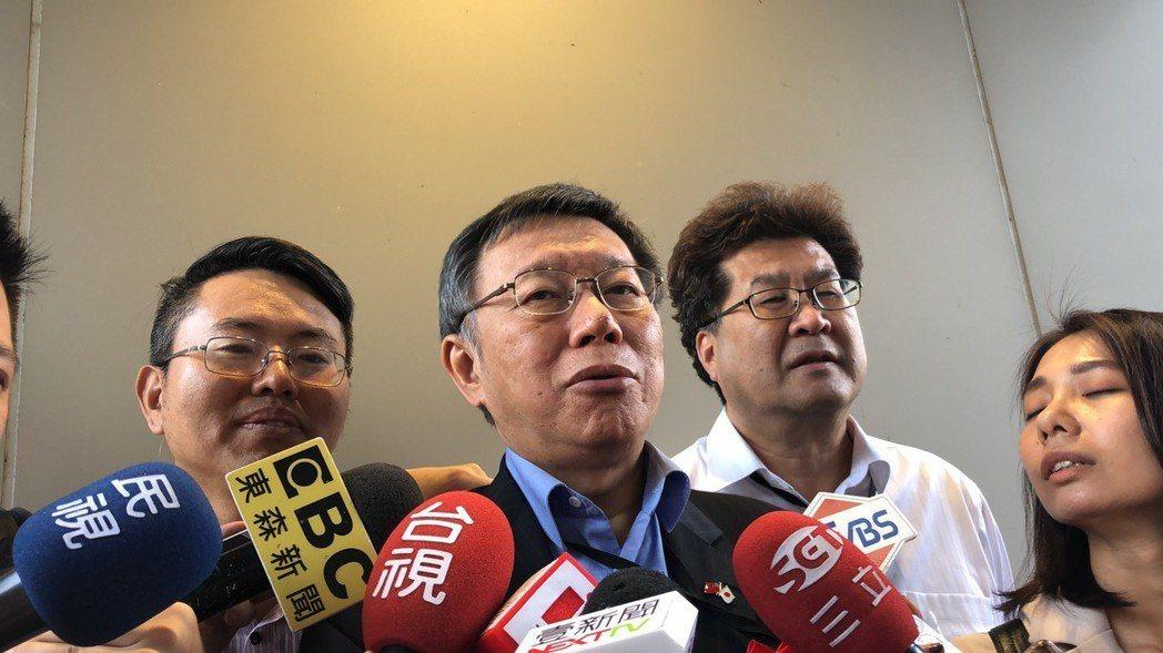 對此,目前人在日本出訪的台北市長柯文哲表示,要回去看看,「看看律師費要不要再花我...
