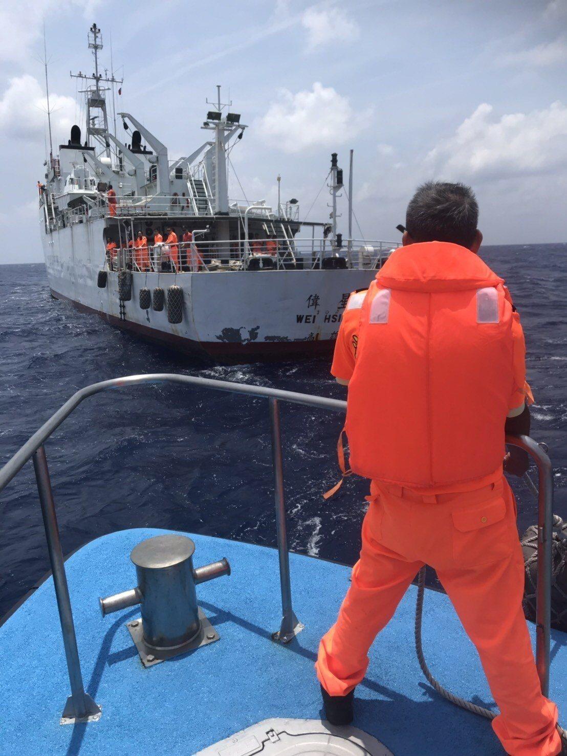 東港籍漁船瑞易漁號今天上午5時許在鵝鑾鼻東南方47浬處發生起火,海巡艦隊分署南部...