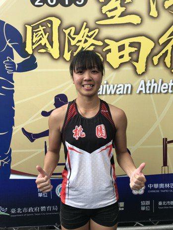 沈怡如在台灣國際田徑公開賽女子撐竿跳決賽以4公尺12拿下金牌。記者劉肇育/攝影