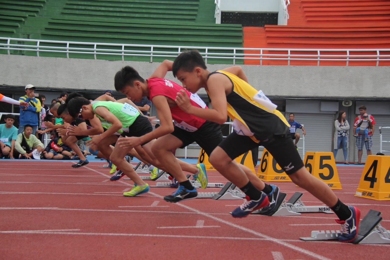 108年台東全縣運動會今天登場,超過1千多位選手參賽,首日計2項3人破大會紀錄。...