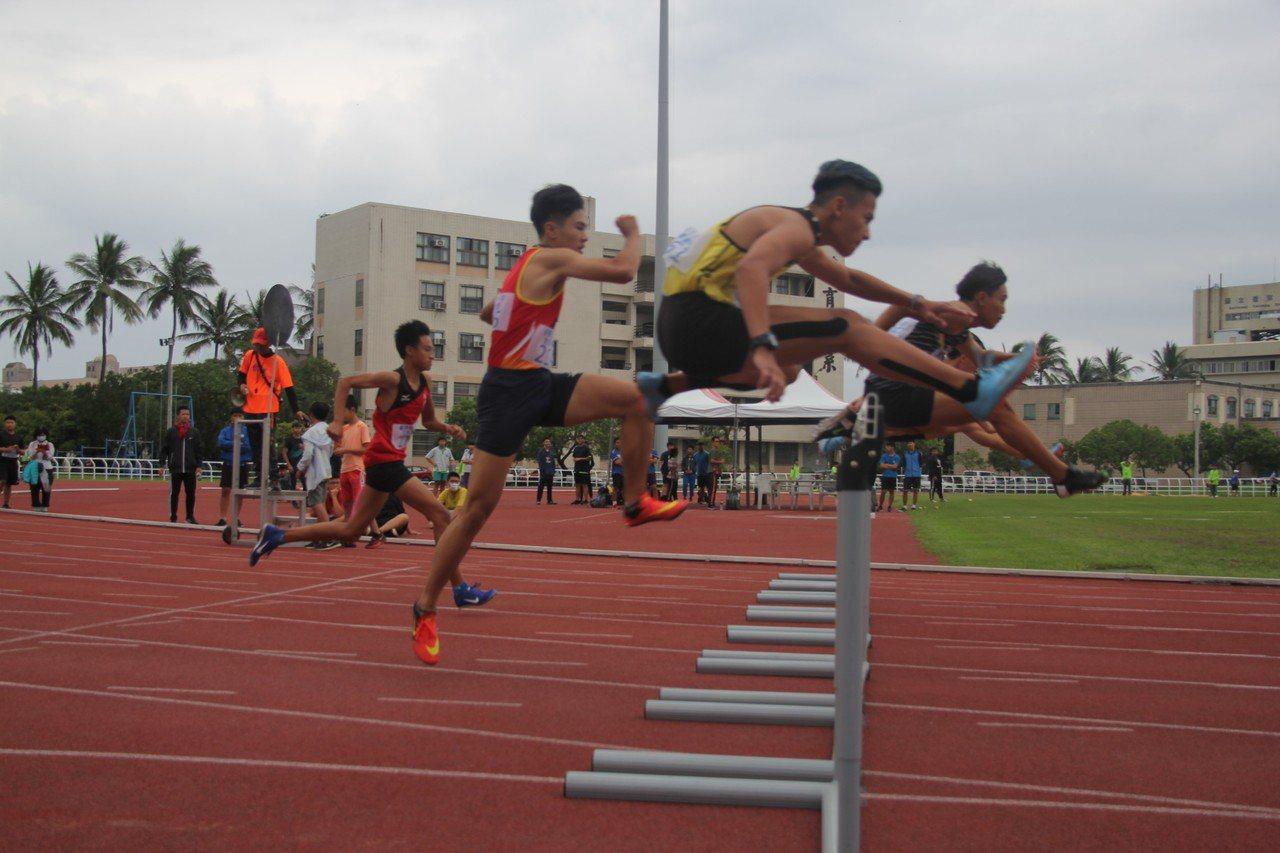 社會男子組110公尺跨欄決賽,分別由卑南鄉陽佳皓、海端鄉黃柏堯成績打破大會紀錄。...