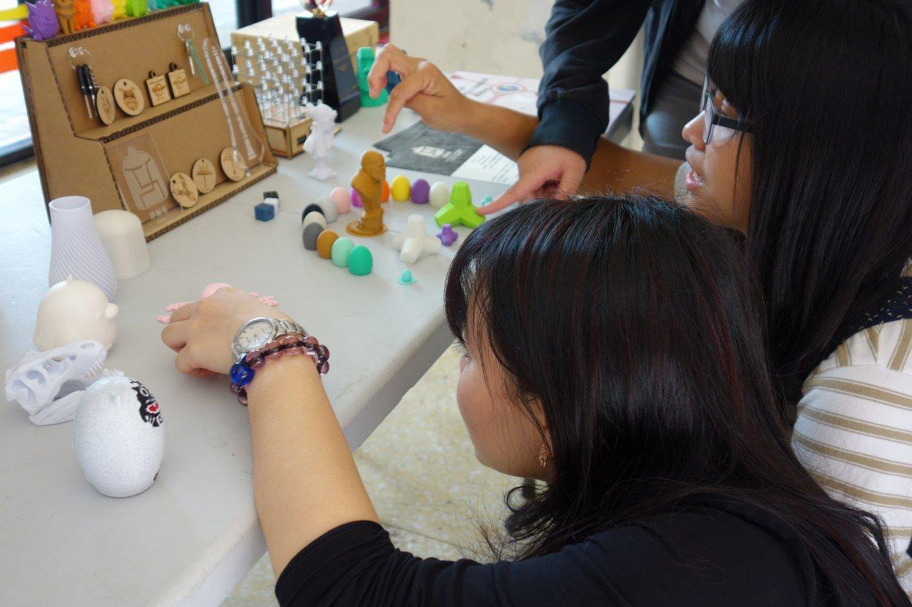 學生團隊結合所學為需要幫助的族群解決問題。圖/中央大學提供