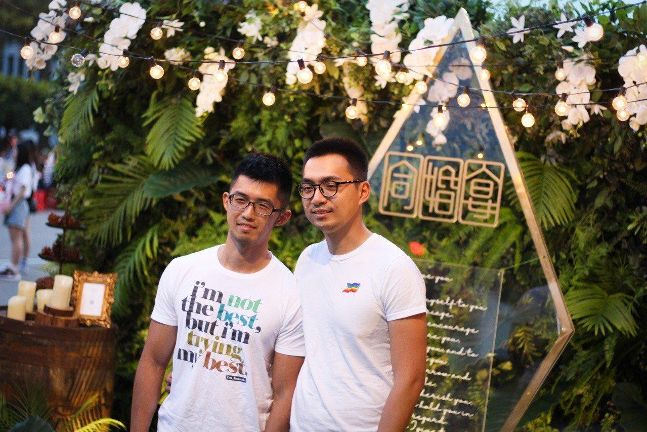 「凱道同婚宴」今晚登場,主辦活動的台灣伴侶權益推動聯盟共開160桌,供民眾持票入...