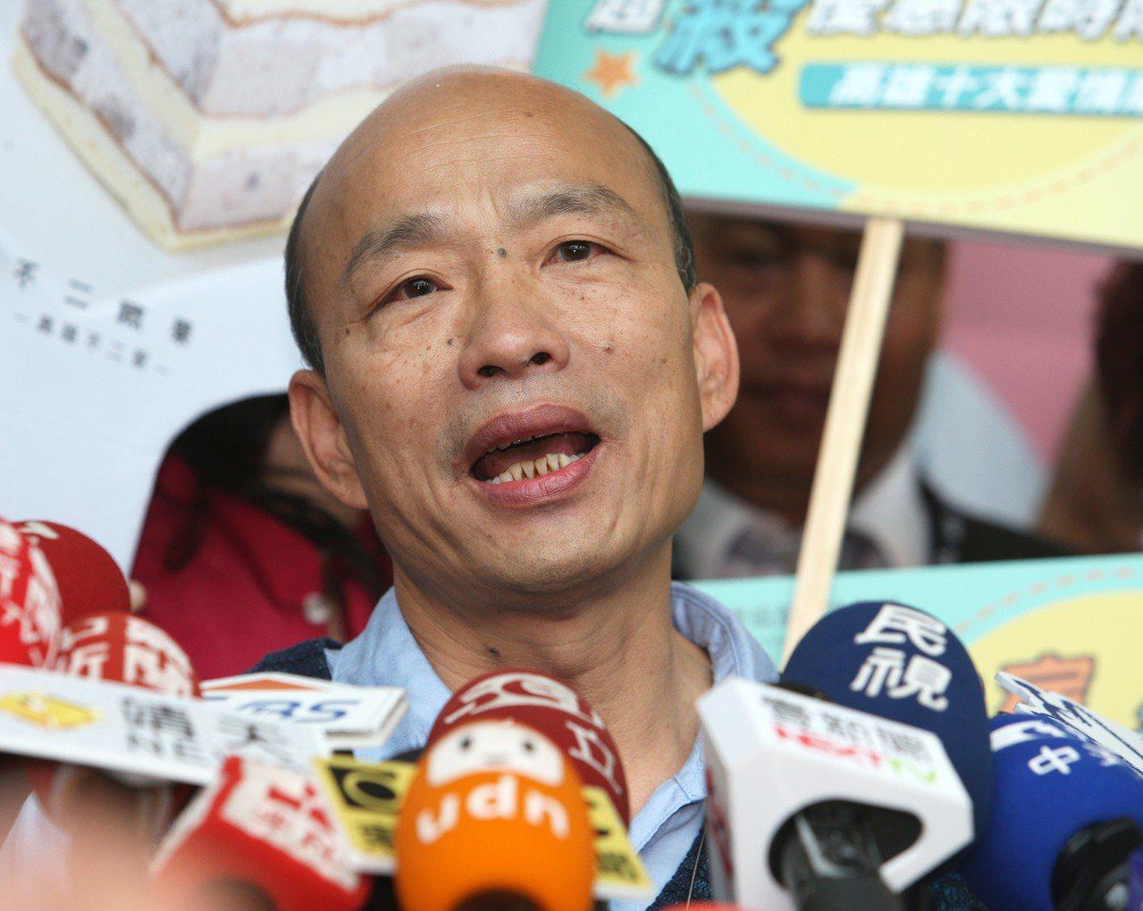 高雄市長韓國瑜今天參加市民集團結婚時透露,高雄財政困難,初估明年會有65億元的缺...