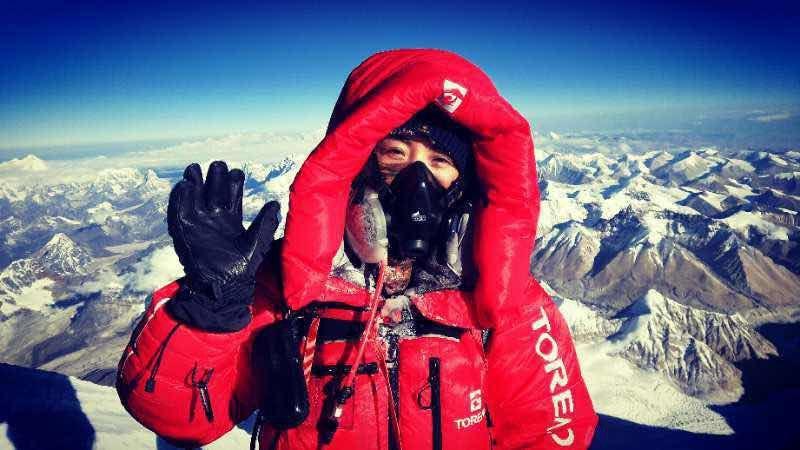 探路者集團董事長王靜5月23日早上成功登頂珠峰。(公眾號文章截圖)