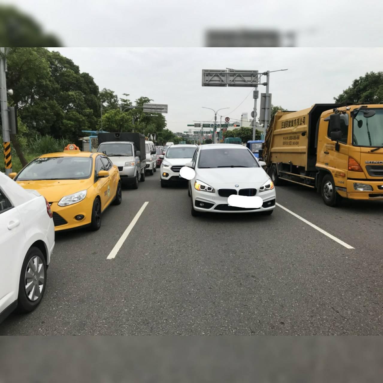 日籍旅客道盛先生日前帶著一家五口來台自駕,不小心發生車禍,但因語言不通無法溝通,...