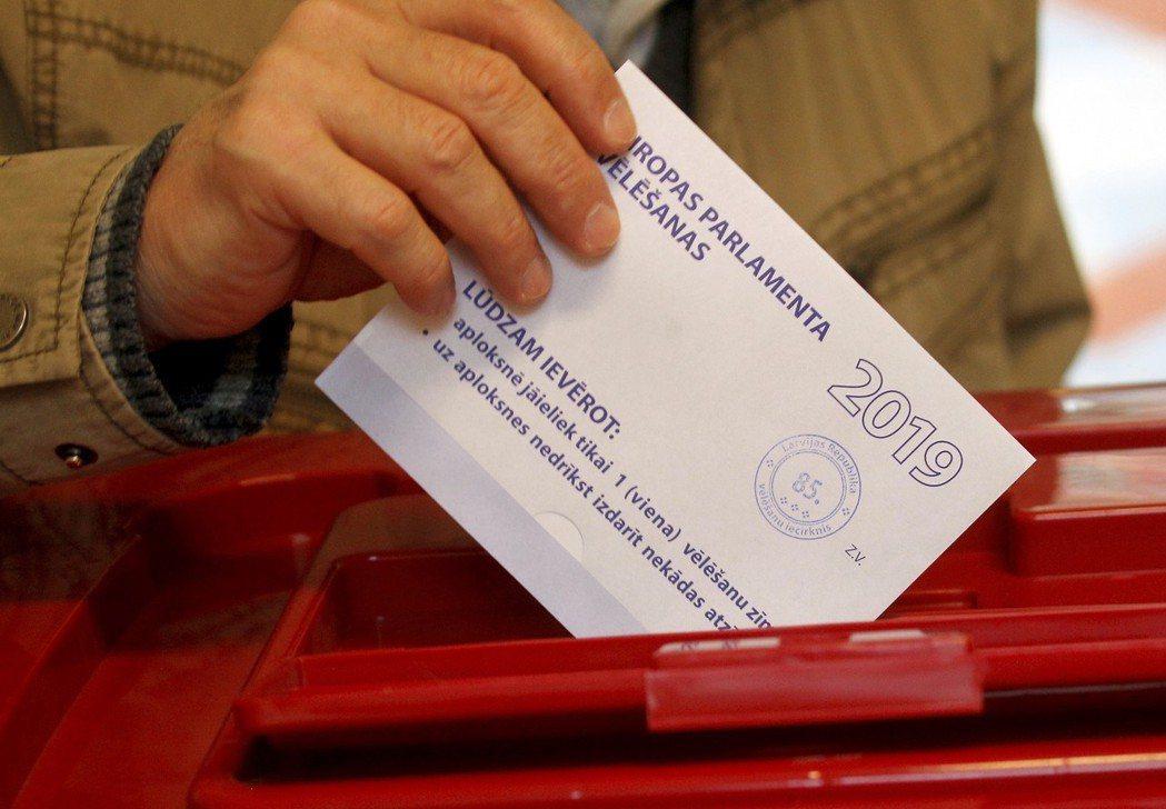 拉脫維亞25日舉辦歐洲議會投票。(歐新社)