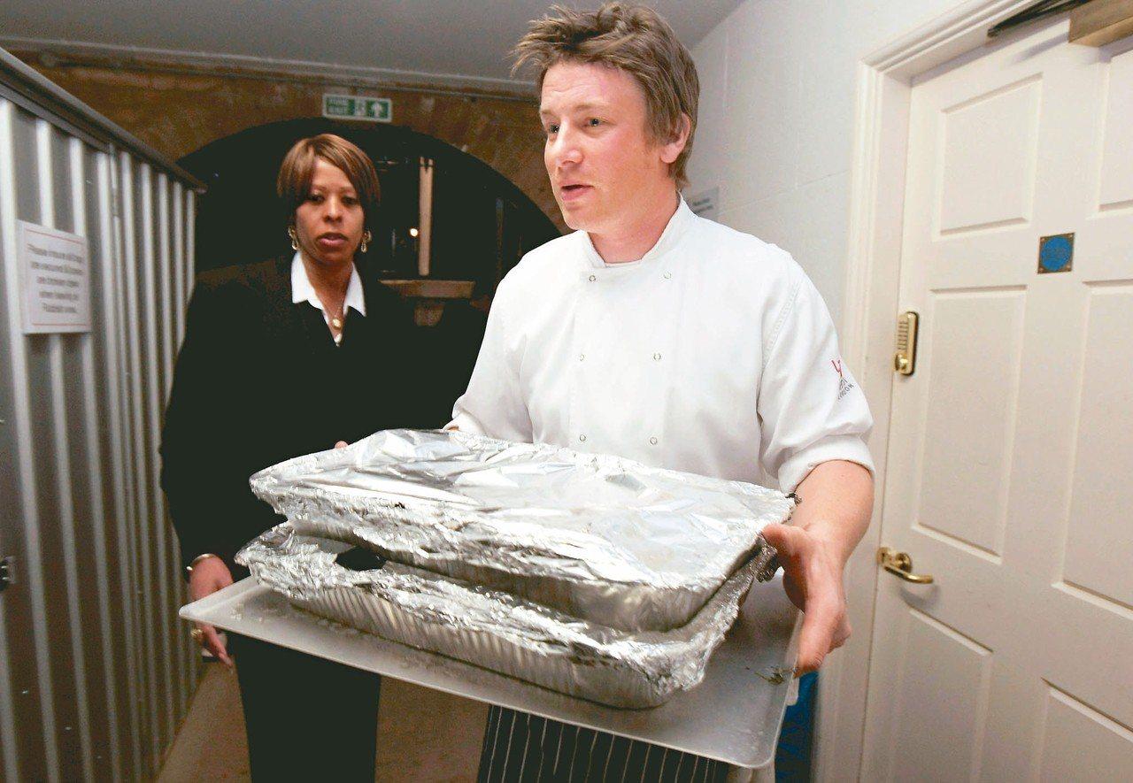 憑著樣式通常簡單卻總是創意十足的佳餚,英國名廚奧利佛(Jamie Oliver,...
