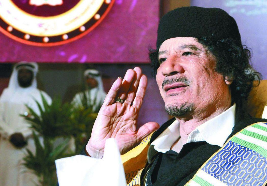 利比亞與大陸建交,但仍願讓我使用「中華民國代表處」頭銜。圖為已故的利比亞前領袖格...
