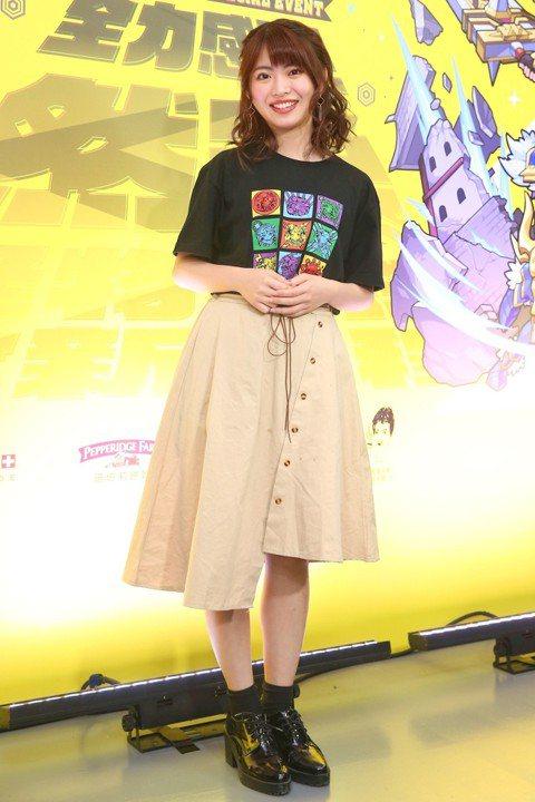 AKB48的台灣成員馬嘉伶今天現身西門町,擔任手遊官方應援大使。她這趟回來純工作,並未特別抽空回家,不過家人都會去日本找她,讓她不至於太想家。馬嘉伶赴日打拼3年,人氣和語言能力都穩定成長,去年在人氣...