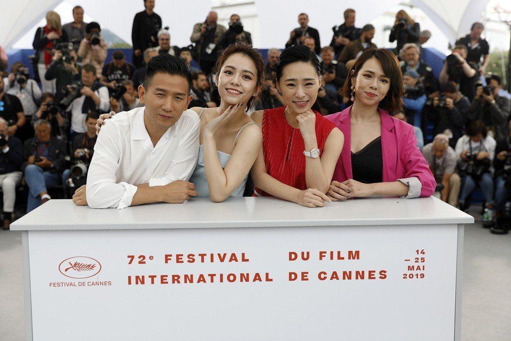 趙德胤(左起)、宋芸樺、吳可熙、夏于喬在坎城與各國媒體見面。 圖/歐新社