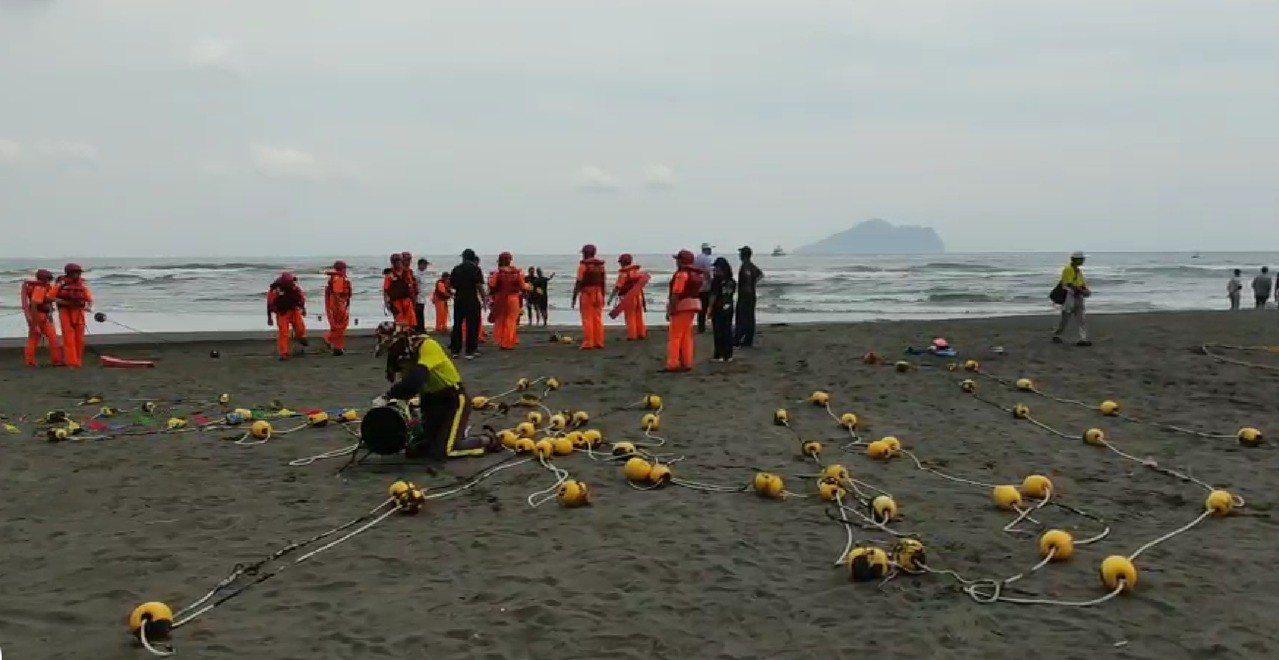 龜山島海上長泳舉辦14年首度傳出意外,72歲女泳客插管昏迷。 圖/讀者提供