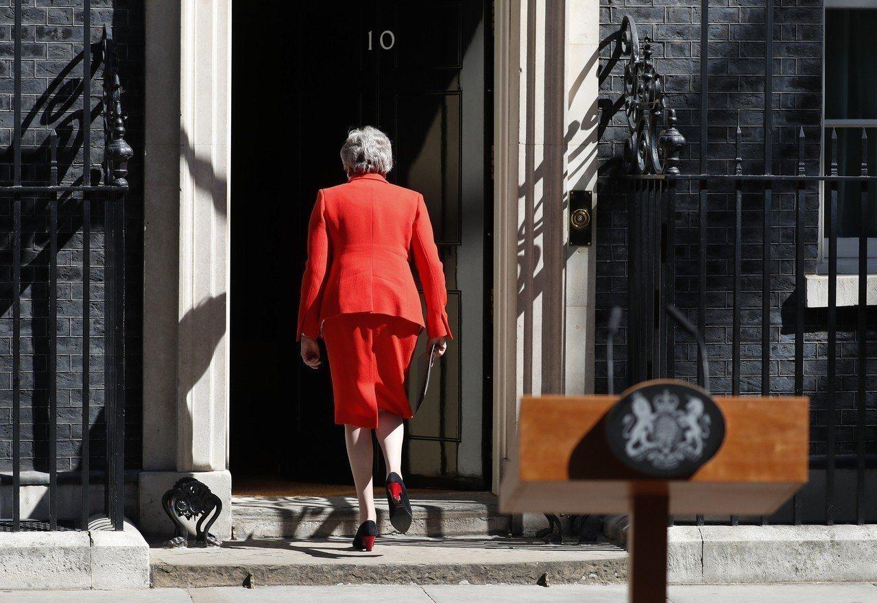 英國首相梅伊推動脫歐遭挫敗宣布6月7日下台,面對強硬脫歐派可能挑戰首相大位,恐使...