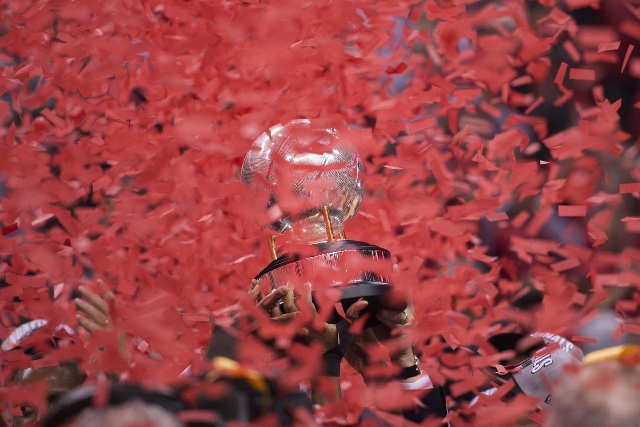 暴龍克服了最多落後15分的逆境後贏球,是隊史季後賽第二大逆轉秀。 美聯社