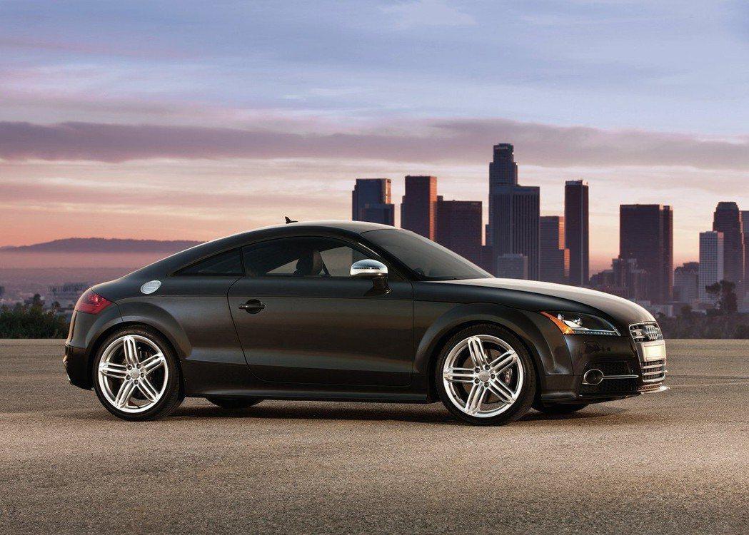 第二代Audi TT開始走率性科技風格。 摘自Audi