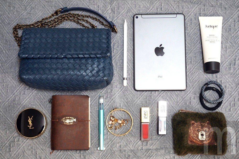 iPad mini大小恰好方便隨身出門攜帶使用